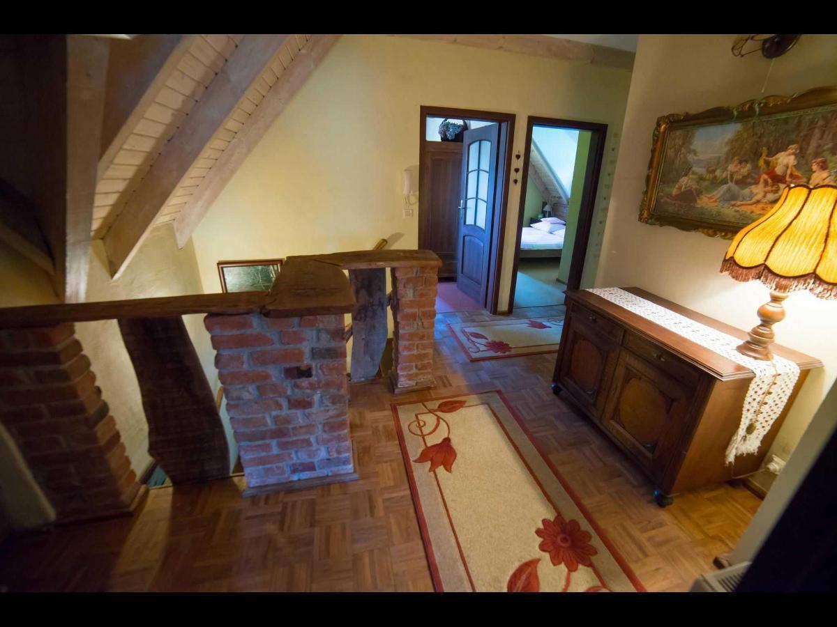 Dom Pod Strzechą