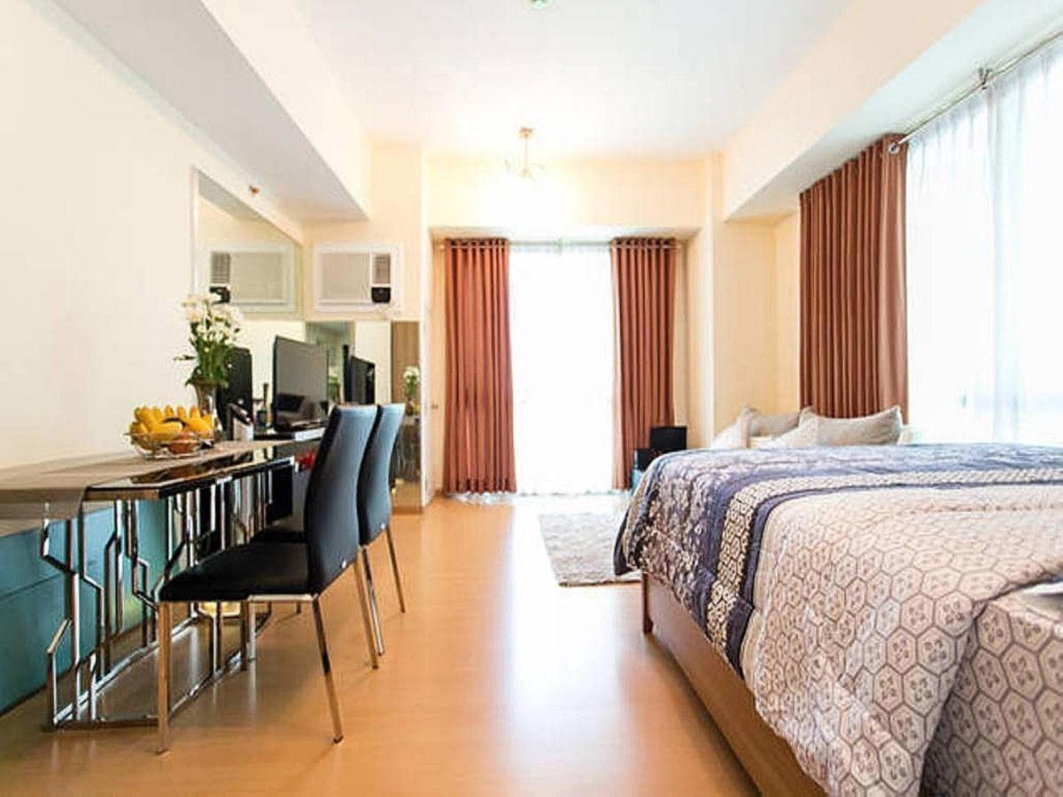 Corner unit studio apartment