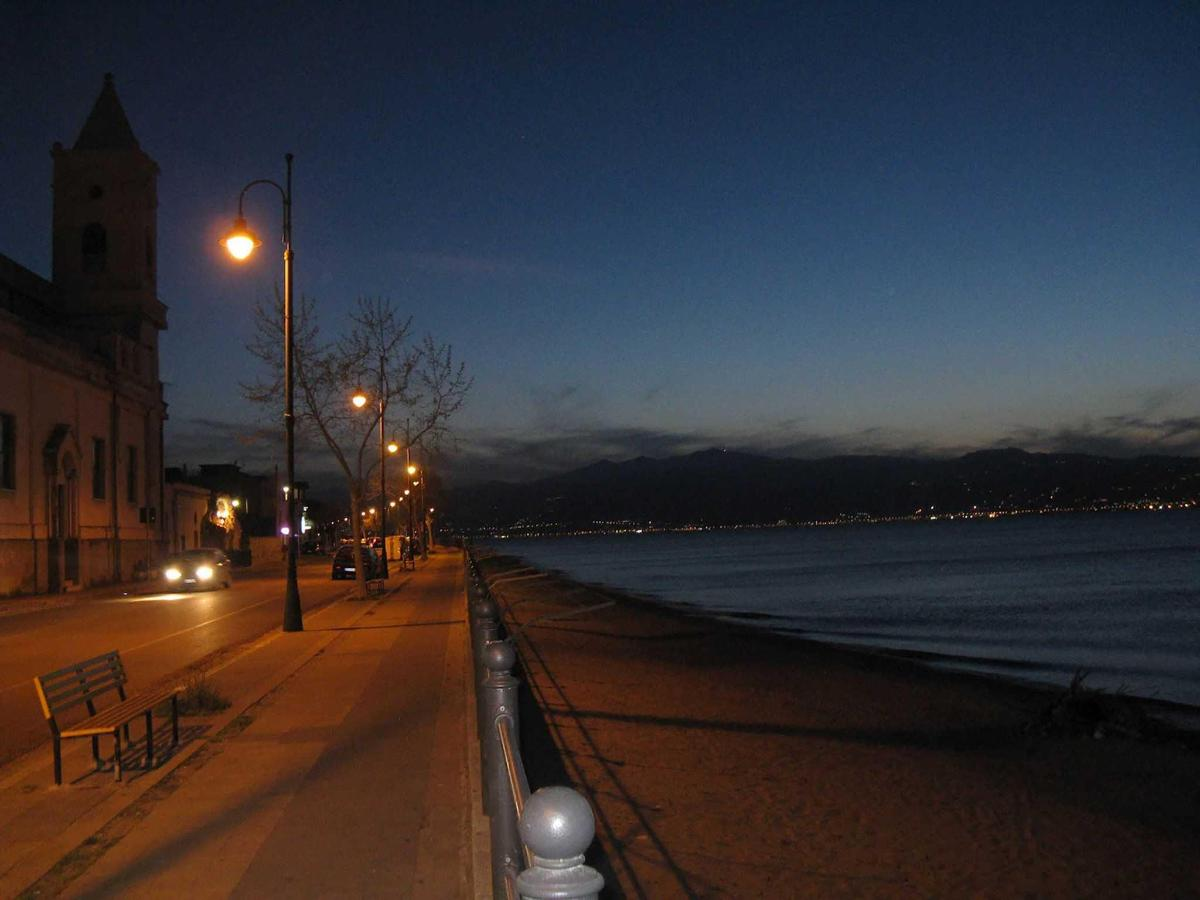 beb-sirio-villa-san-giovanni-panorama-night-sea.jpg