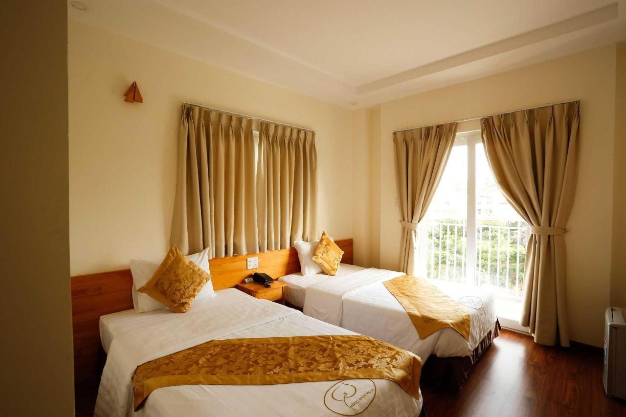 Luxury twin room.jpg