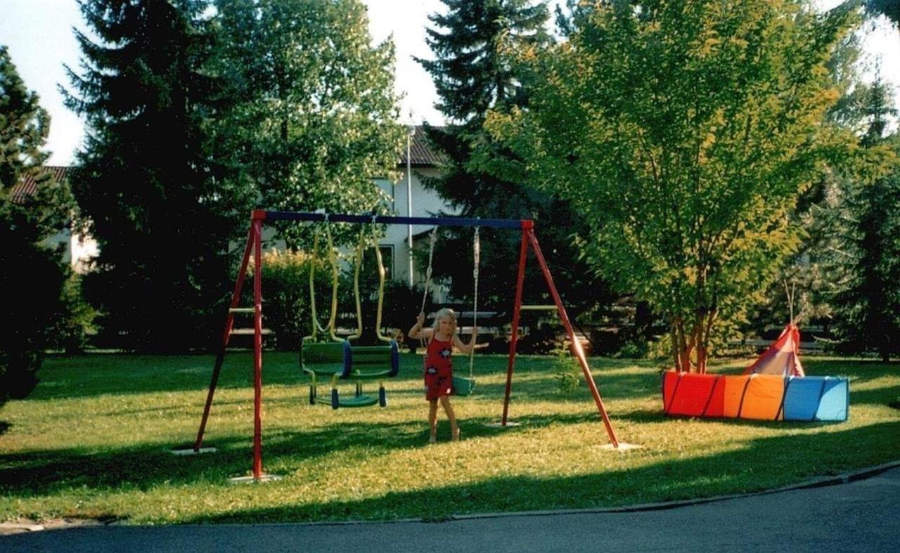 Garten mit Spielmöglichkeiten