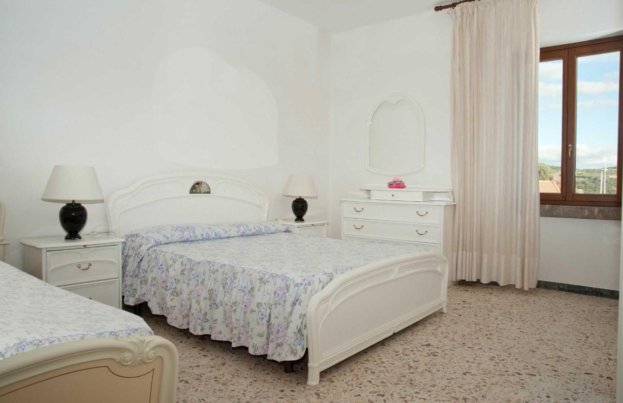 Camera Bianca con bagno condiviso