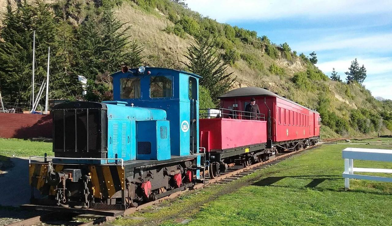 Oamaru Steam & Rail Train.jpg