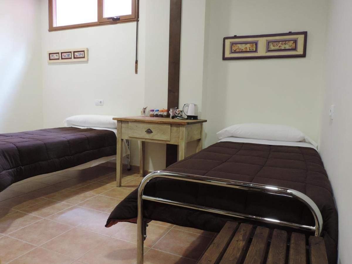 Habitación privada (dos camas) con baño.jpg