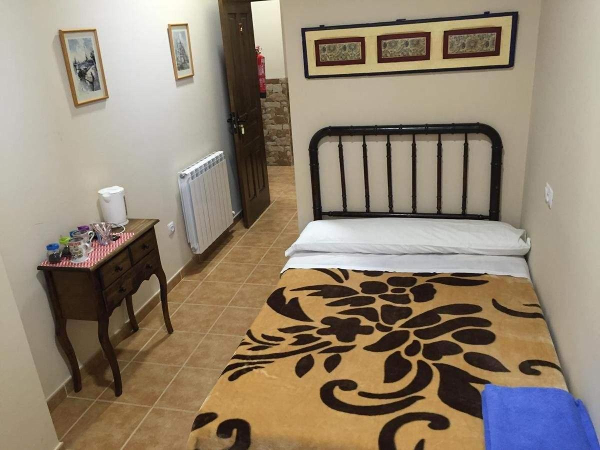 Habitación privada (cama de matrimonio) con baño y TV.jpg
