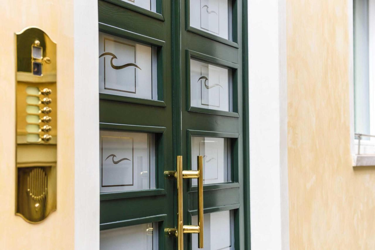 Brick House Treviso dettaglio portone d'ingresso