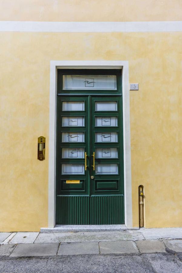 Brick House Treviso portone d'ingresso