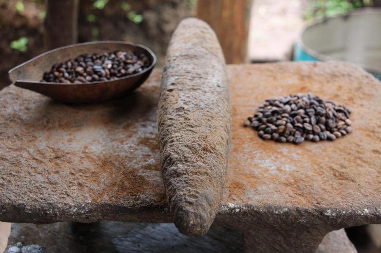 cafe molido en piedra