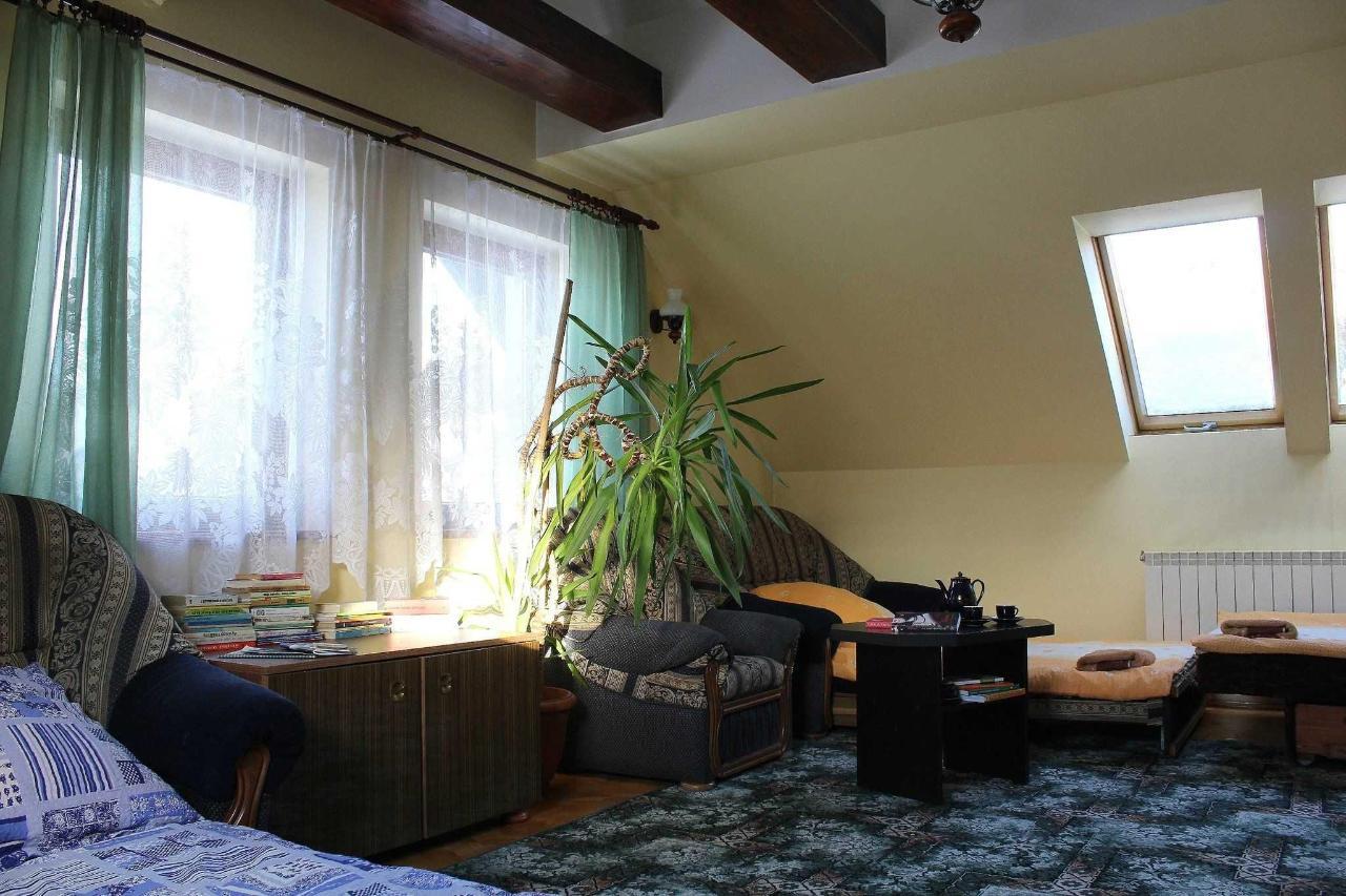 apartament na pietrze - sypialnia - kanapy.jpg