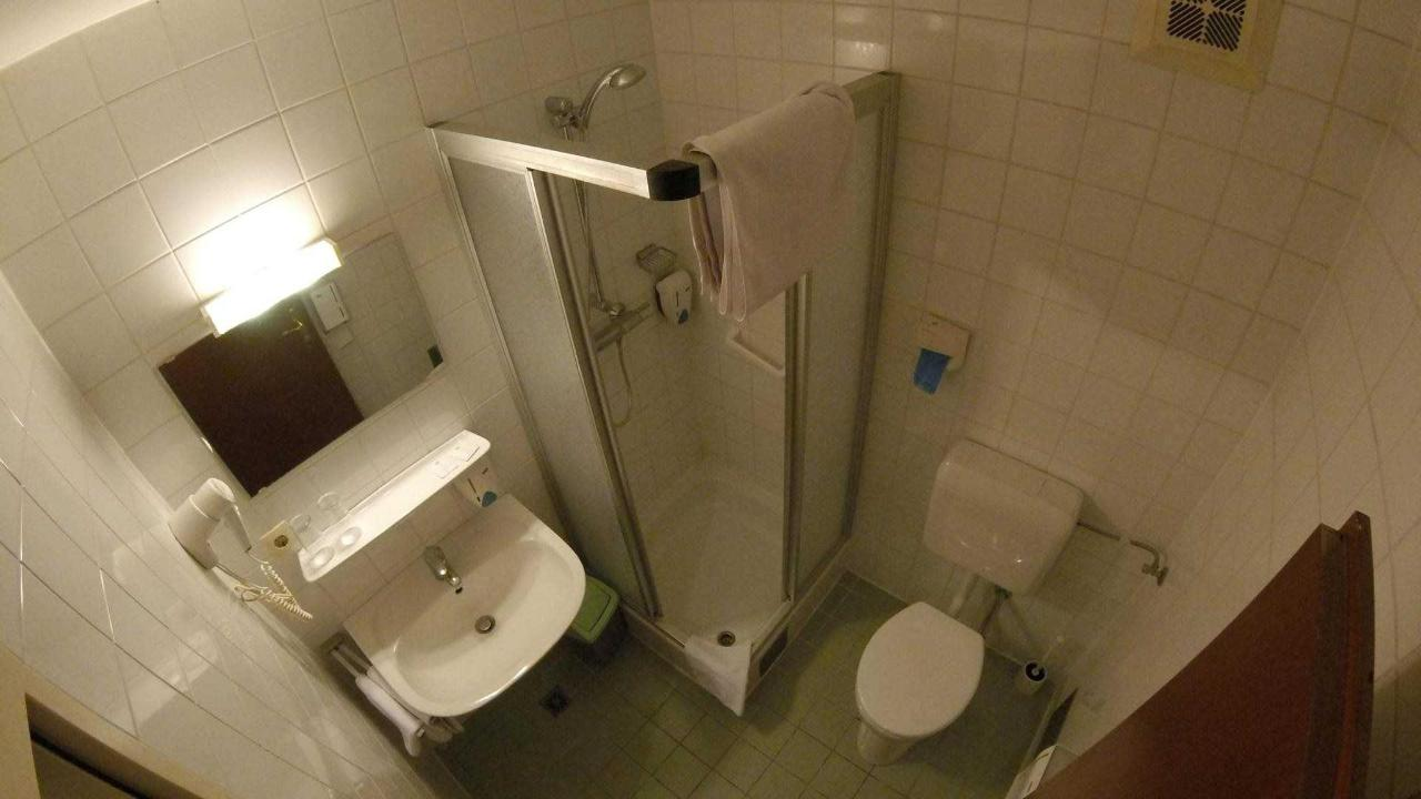 Bathroom Thalersee.jpg