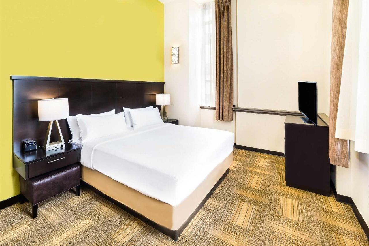 Staybridge room 1.jpg