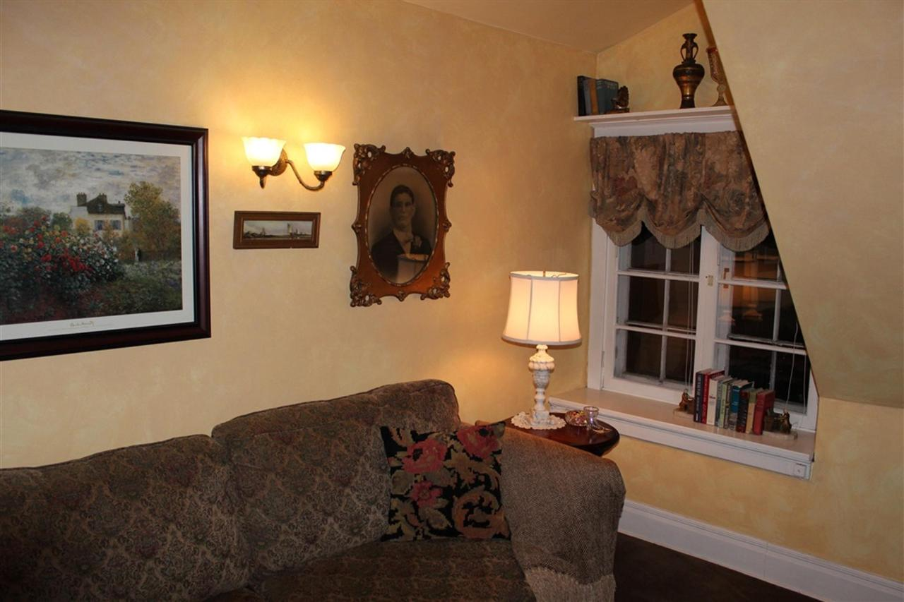 ch-couch-corner.jpg.1024x0.jpg