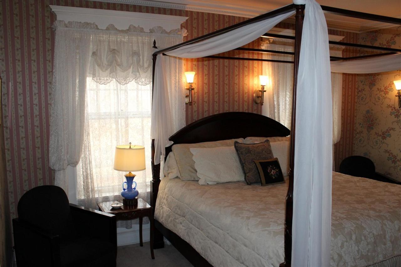 ew-bed-corner.jpg.1024x0.jpg