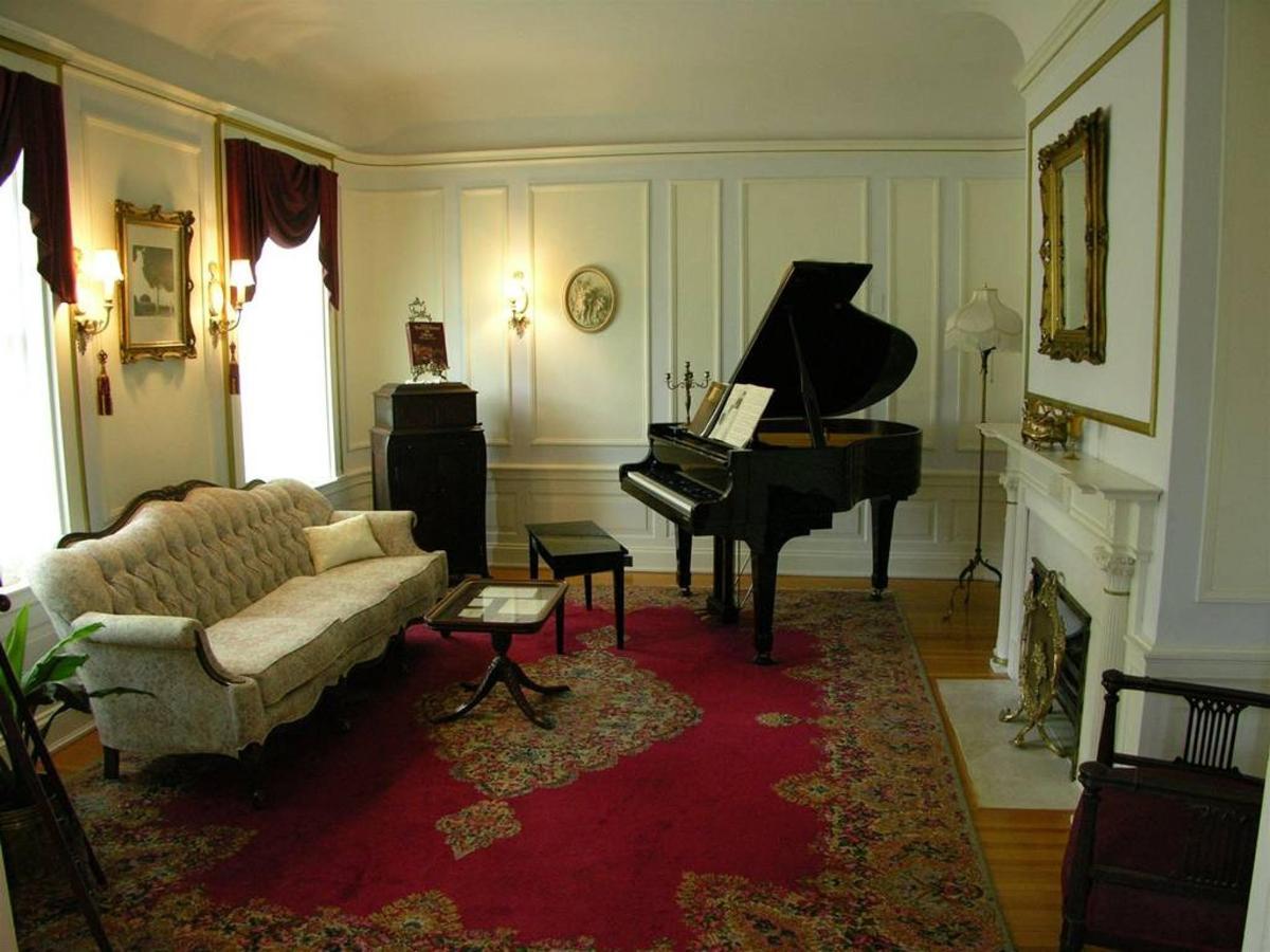 music-room.JPG.1024x0.JPG