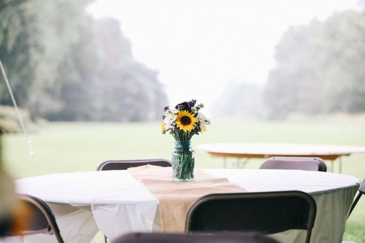 wedding_outside-table.jpg.1024x0.jpg