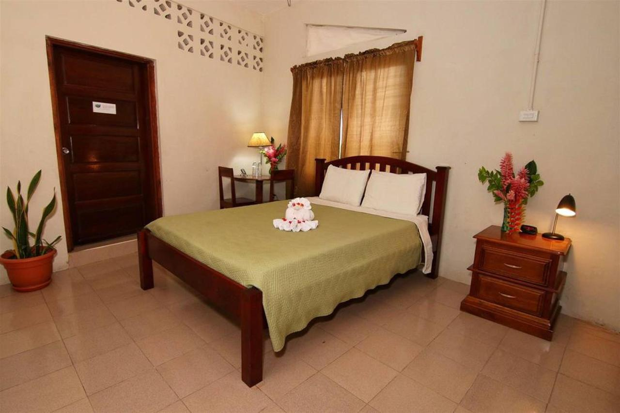 Alojamiento Rain Forest inn suite 5 single.JPG