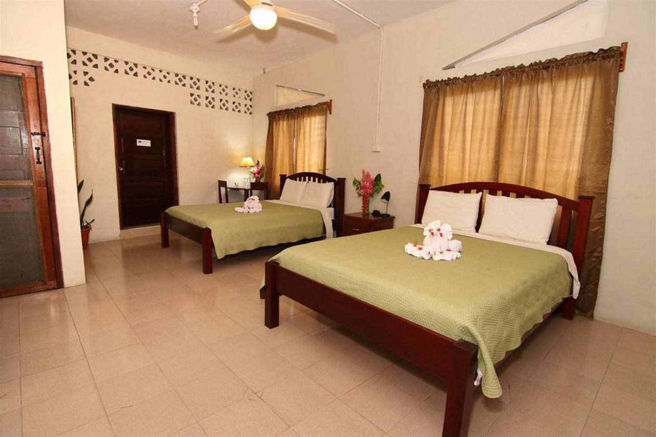 Accomodations Rain Forest inn suite 5 2 beds.JPG