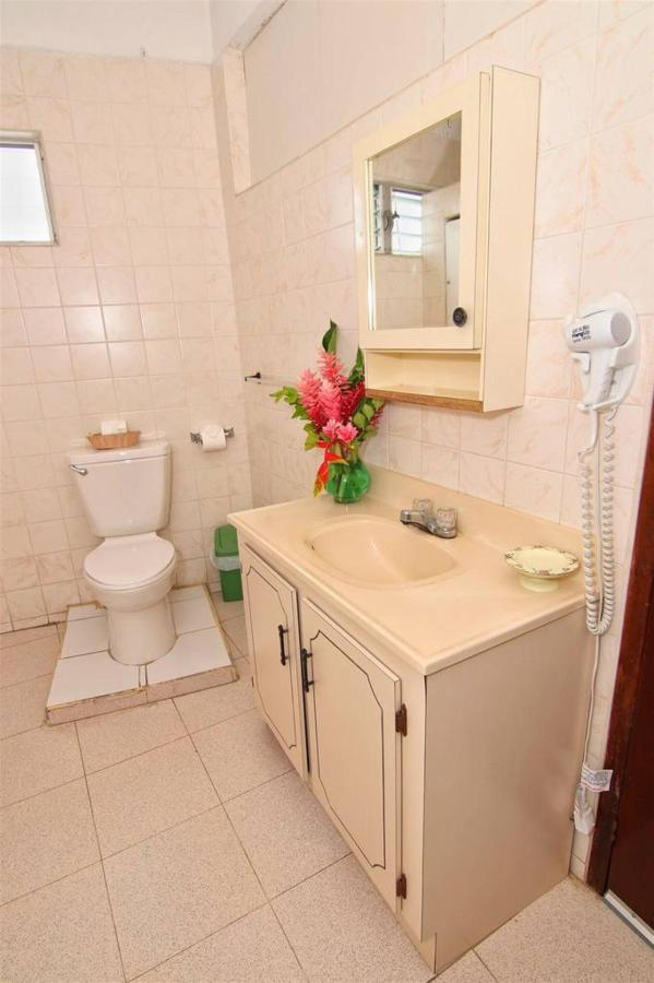 Accomodations Rain Forest inn suite 3 bathroom.JPG