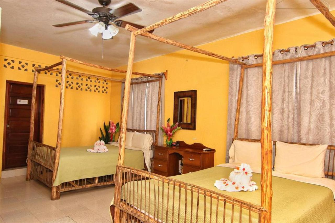 Alojamiento en la posada Rain Forest 3 camas.JPG