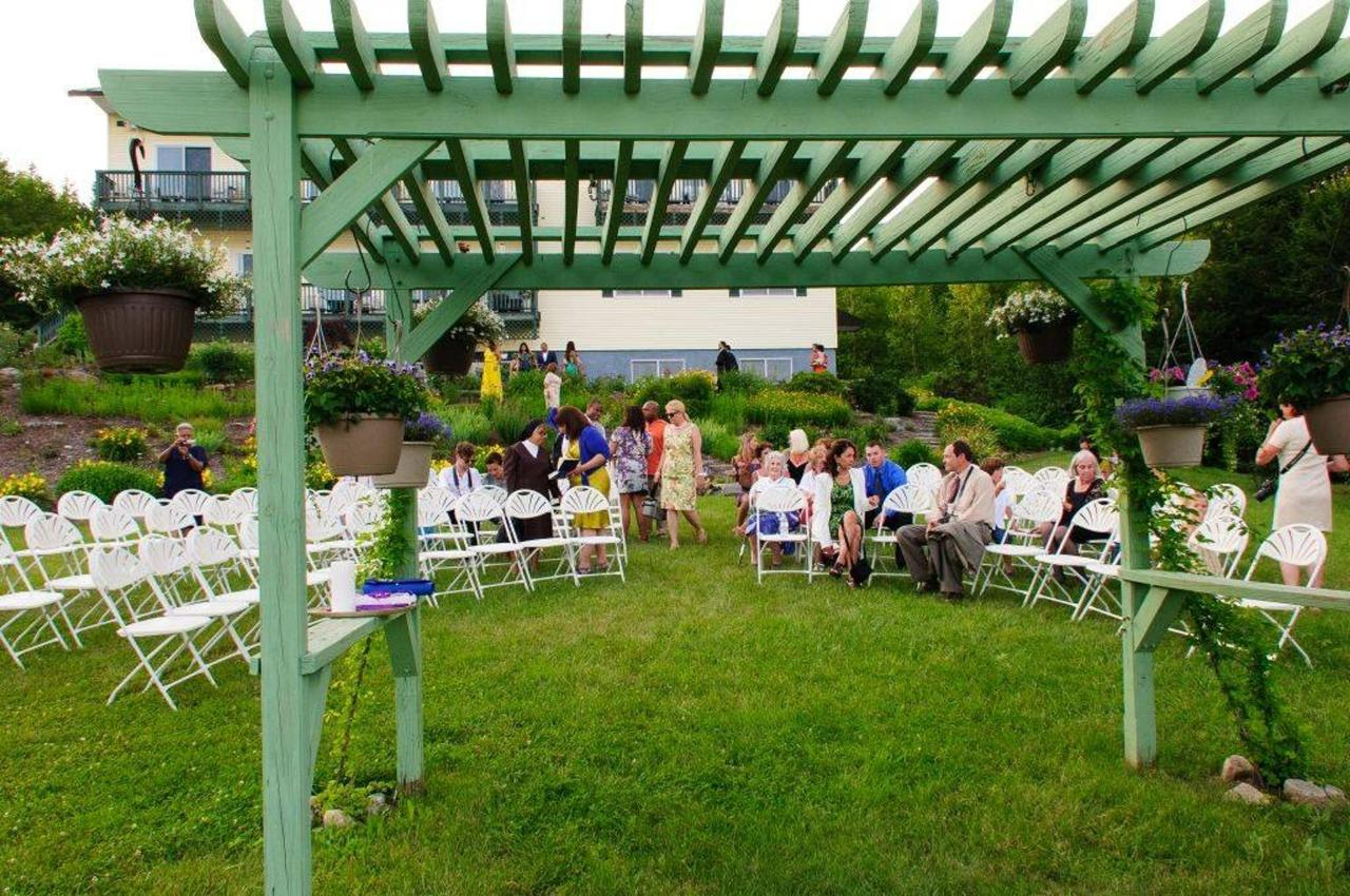 Wedding lawn setup at Coppertoppe.jpg