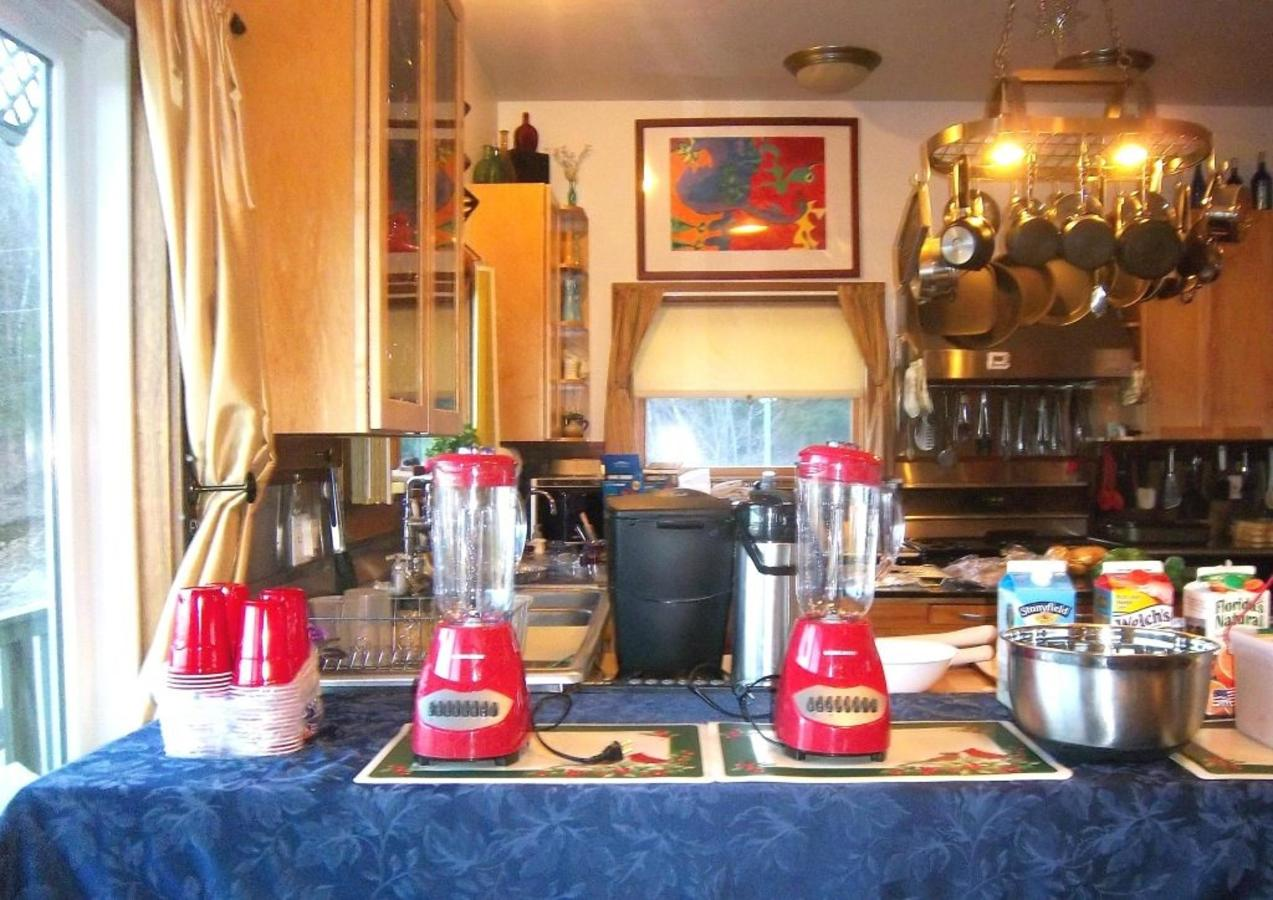 Breakfast smoothie bar at Coppertoppe.jpg