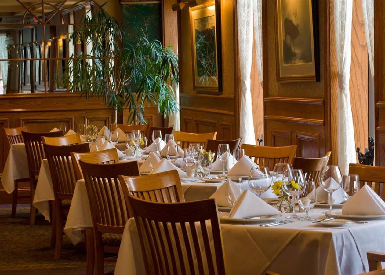dining-room-back-corner.jpg.1024x0.jpg