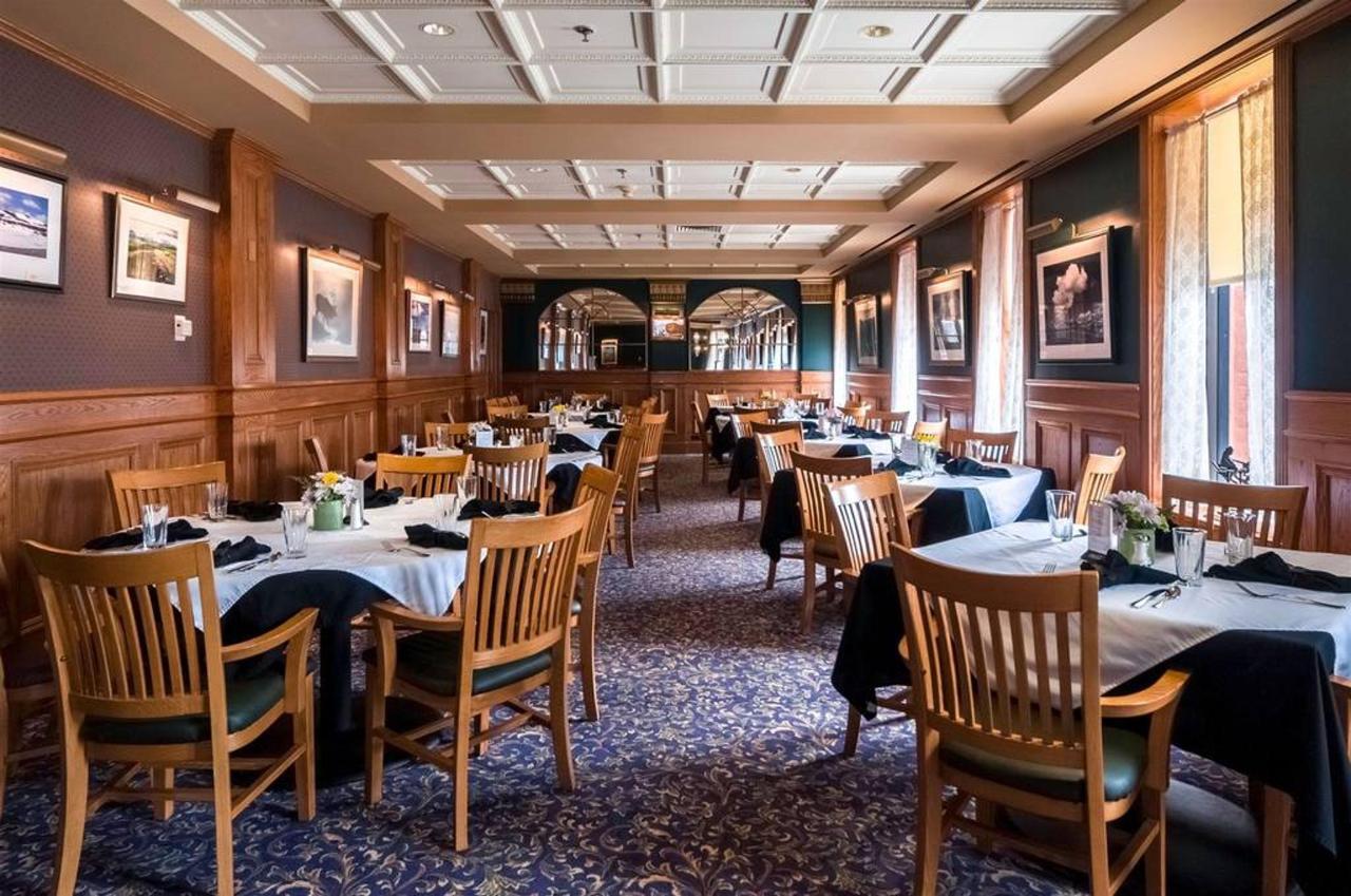 dining_room_back_opt.jpg.1024x0.jpg