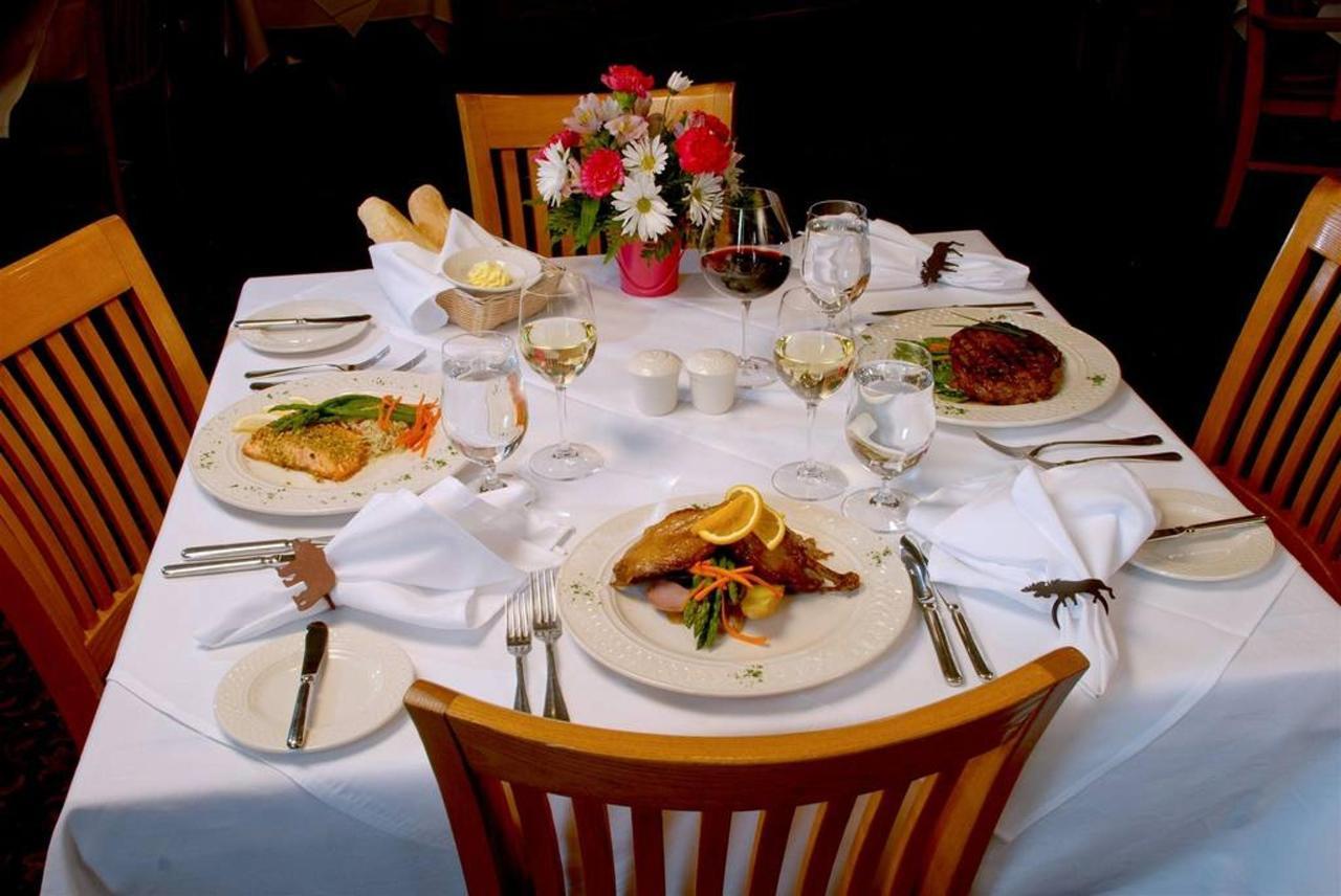 birdseye-dining-room-dinner-table-with-flowers1-1.jpg.1024x0.jpg