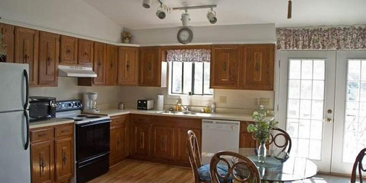 Penthouse Suite Kitchen.jpg