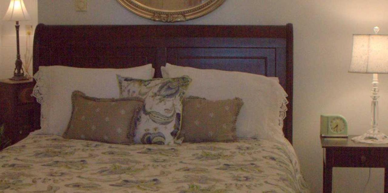 Room 7 King Queen.jpg