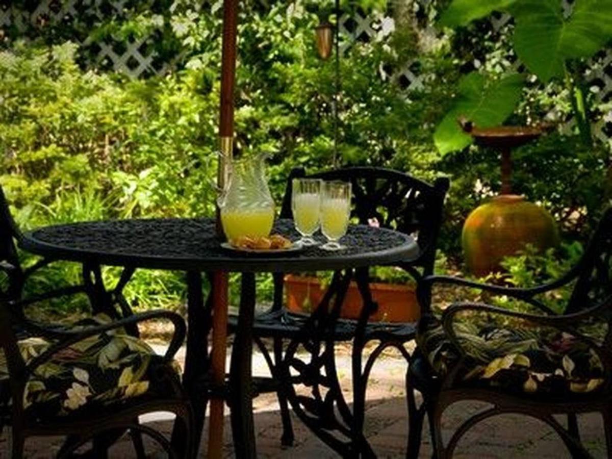 courtyard-3.jpg.1024x0.jpg