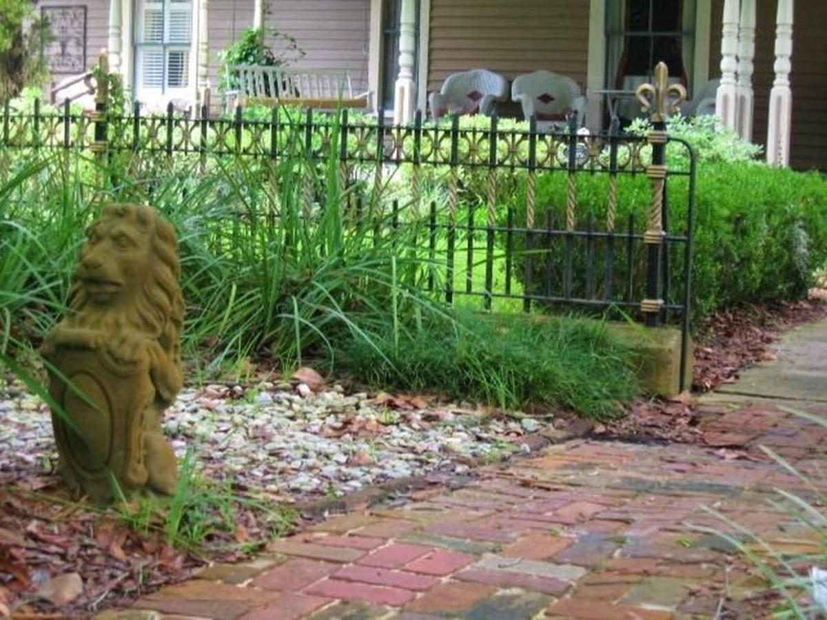 lion-front-entrance.jpg.1024x0.jpg
