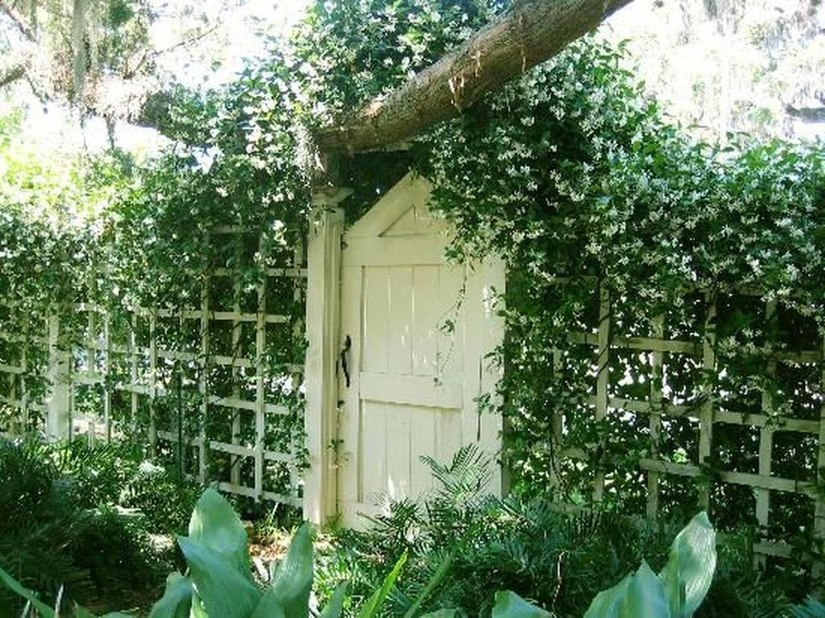 secret-garden-entrance.jpg.1024x0.jpg