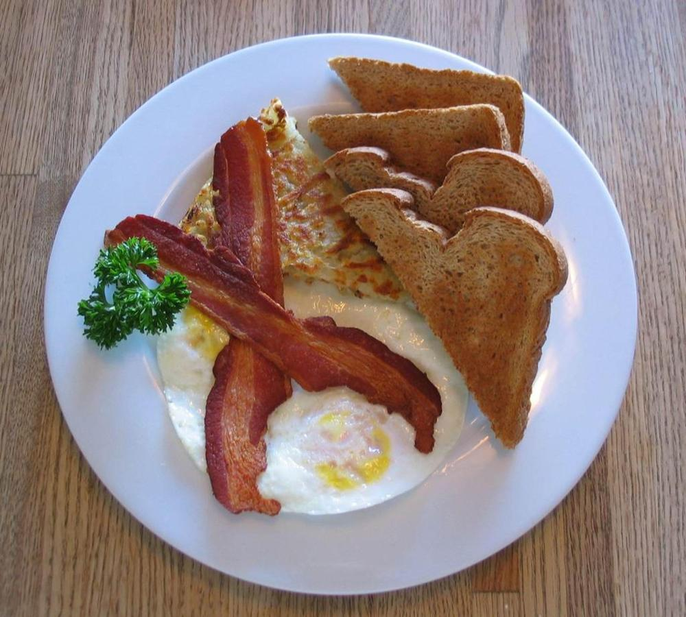 2-eggs-any-style-bacon-hash-browns-and-toast-2.jpg.1024x0.jpg
