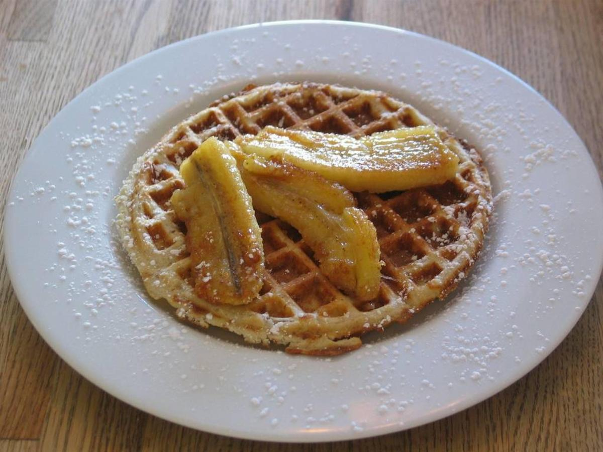 pecan-waffle-with-caramelized-bananas.jpg.1024x0.jpg