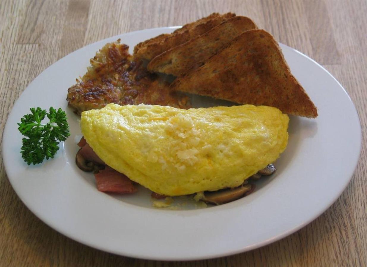 ham-cheese-mushroom-omelet-1.jpg.1024x0.jpg