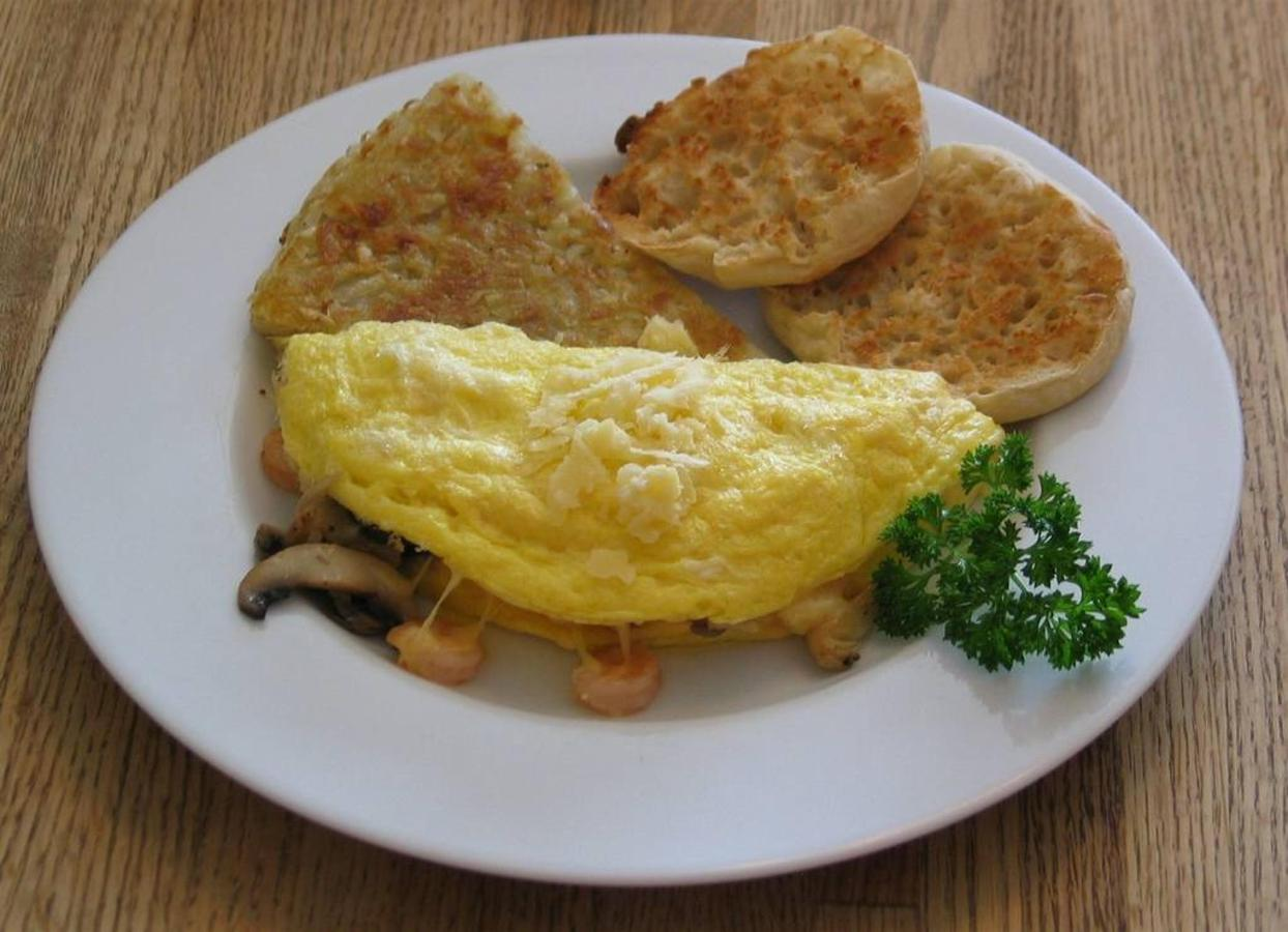 omelet-with-shrimp-mushroom-cheese.jpg.1024x0.jpg