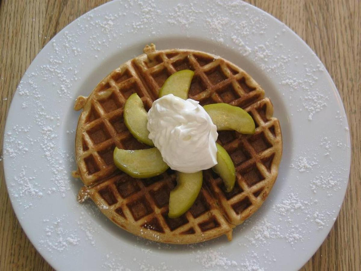 gingerbread-waffles-with-maple-syrup-apples-and-whipped-cream-1.jpg.1024x0.jpg