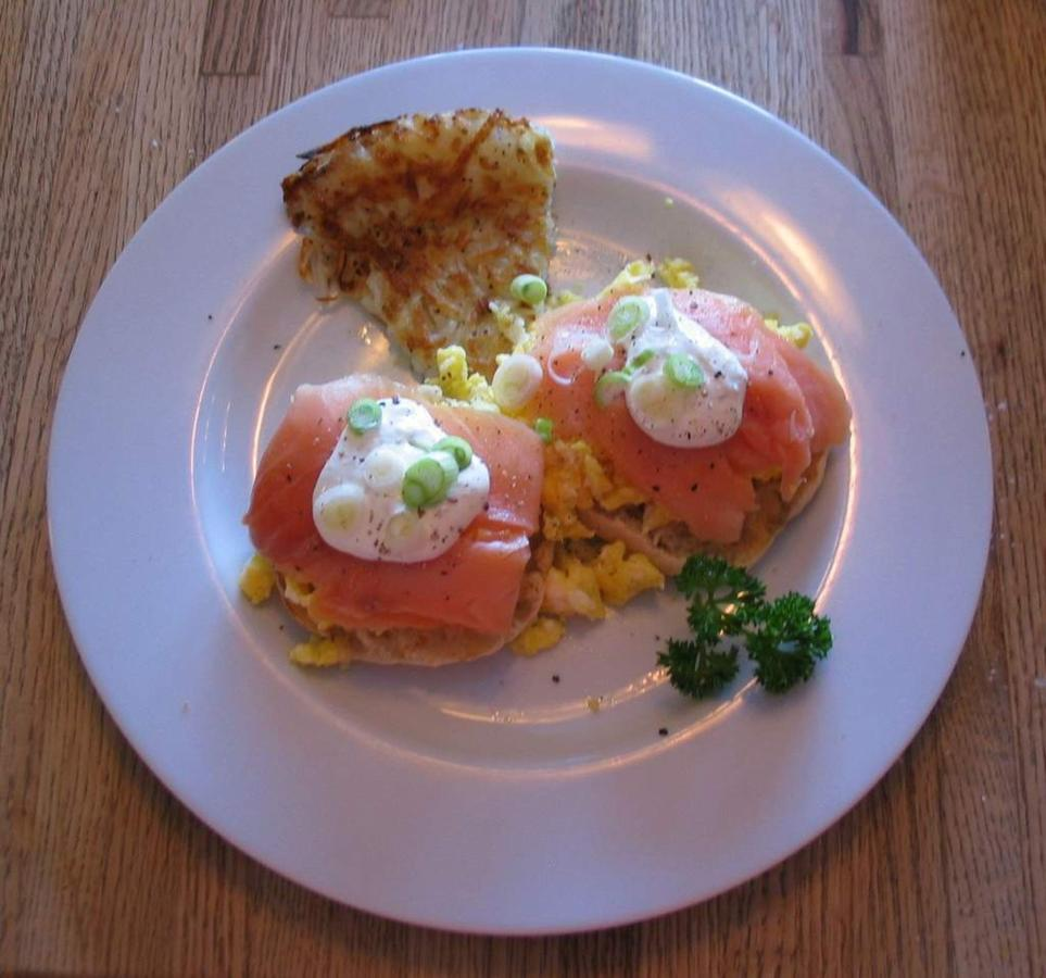 scrambled-eggs-with-smoked-salmon-green-onions-and-lemon-cream-1.jpg.1024x0.jpg