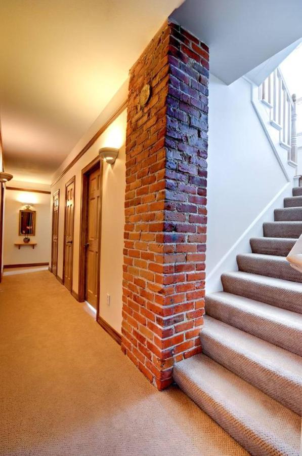 seattle-b-b-hallway-ii-1.jpg.1024x0.jpg