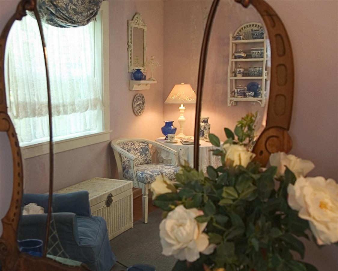 lav-b-mirror.jpg.1024x0.jpg