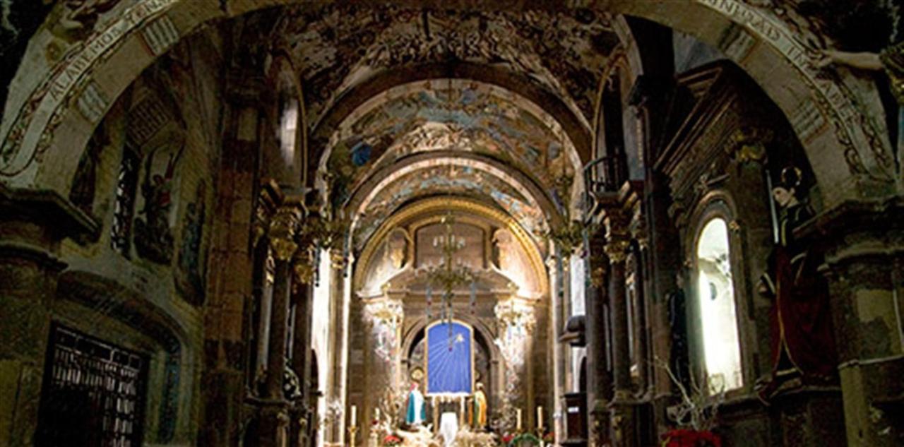 Parte Interior del Santuario de Atotonilco.jpg