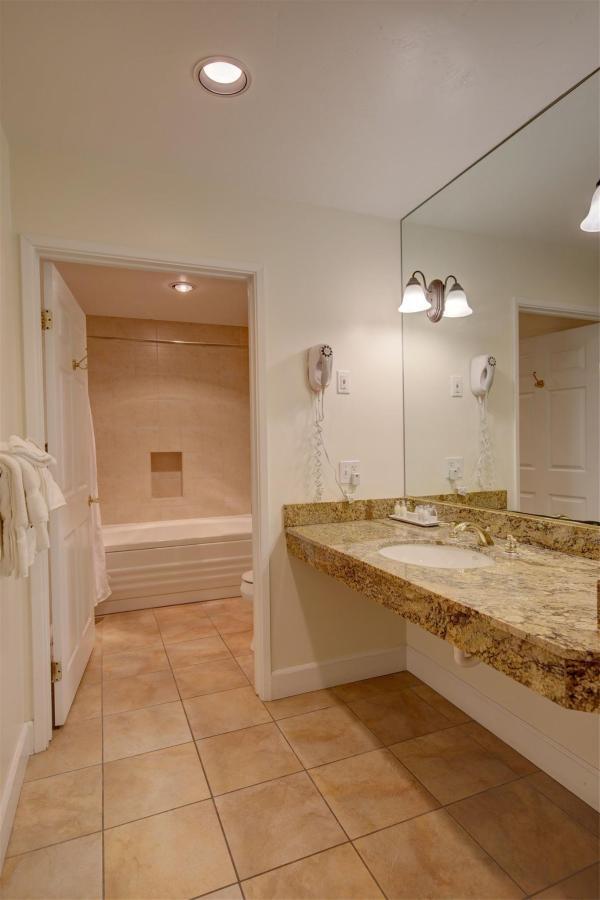 Luxury Double Queen Suite