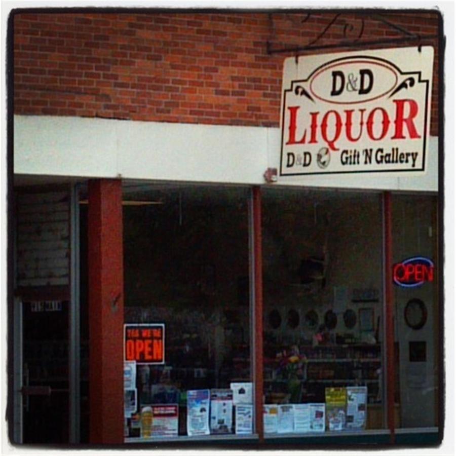 D&D Liquors.jpg