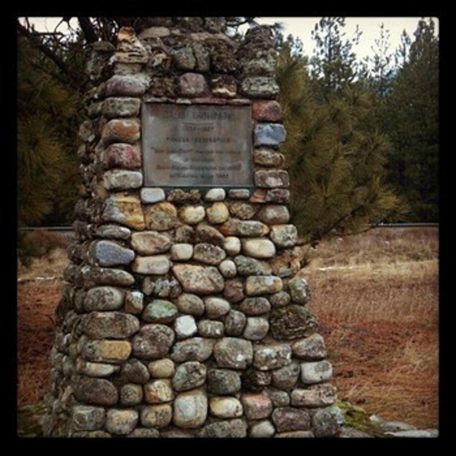 David Thompson Memorial.jpg