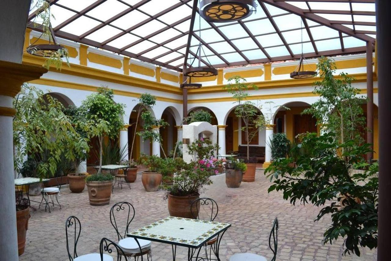 El Hotel - Patio Interno.jpg