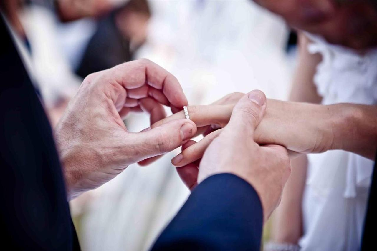 พิธีแลกแหวนแต่งงาน.jpg