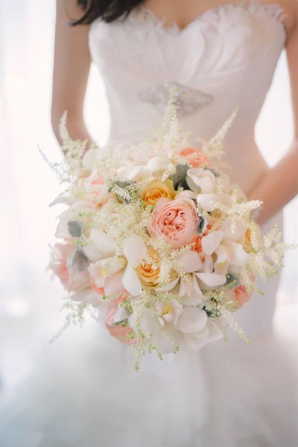 เจ้าสาวกับช่อดอกไม้.jpg