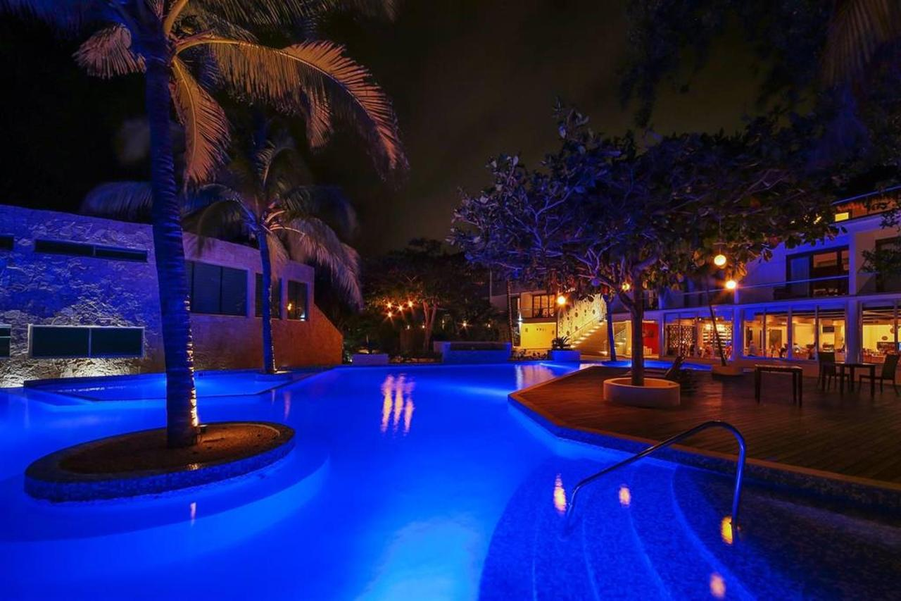 Le Reve Hotel & Spa - At night.jpg