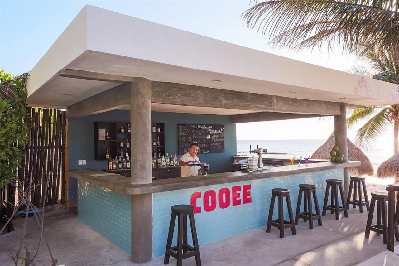 Le Reve Hotel & Spa - Barman.jpg